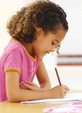 niña estudiando