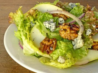 Pear-Salad-with-Blue-Cheese-and-Candied-Walnuts-1024x768